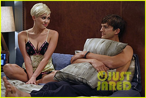 miley cyrus two and a half men stills 142727891