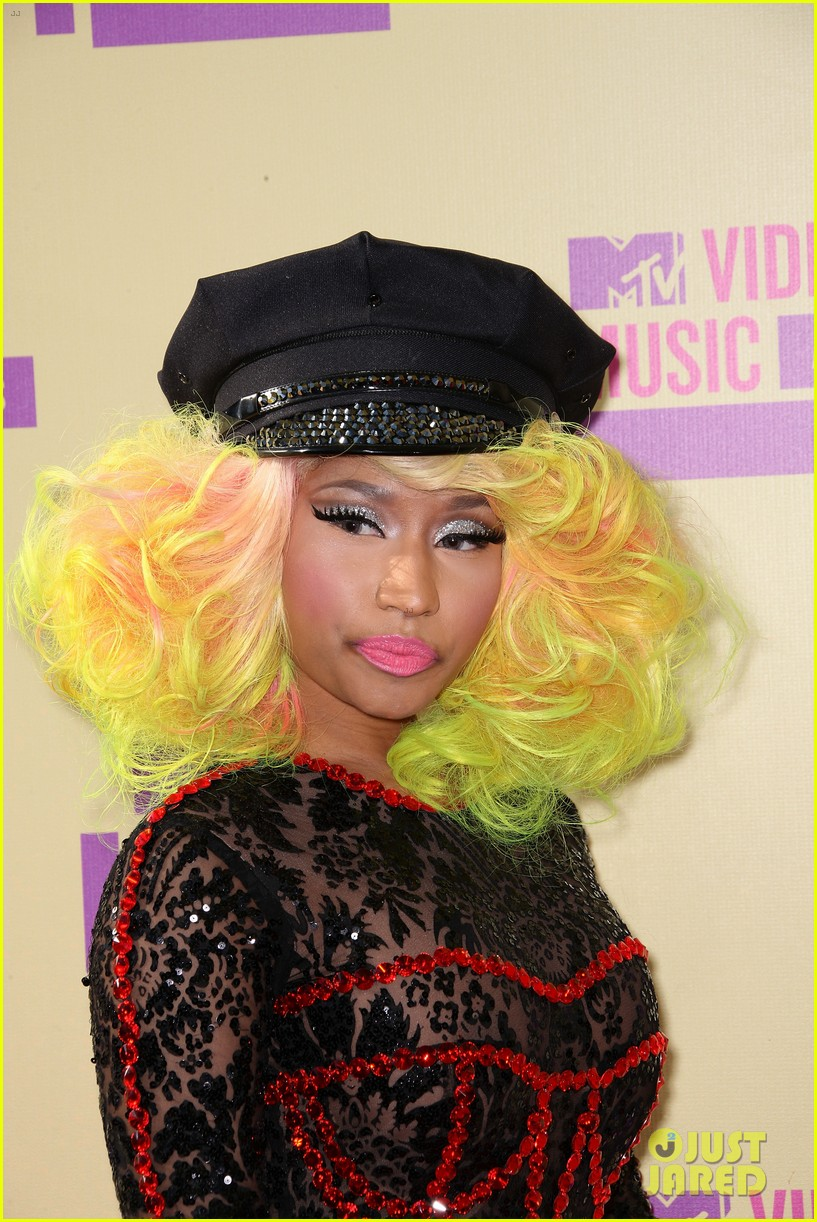 nicki minaj mtv vmas 2012 red carpet 03