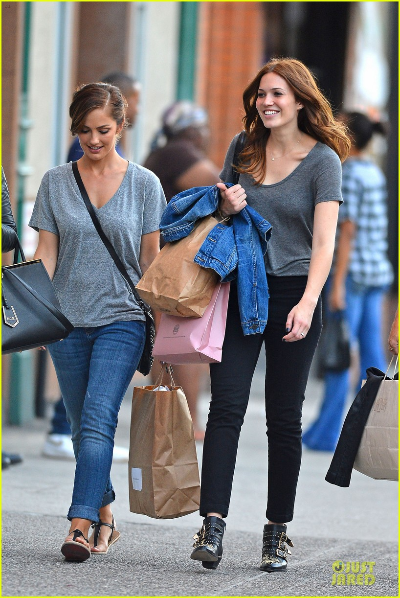 minka kelly mandy moore big apple shopping gals 01