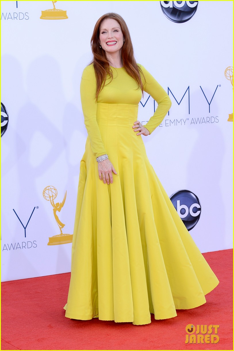 julianne moore emmys 2012 red carpet 05
