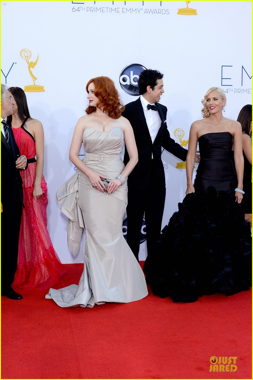 elisabeth moss christina hendricks emmy awards 052727328