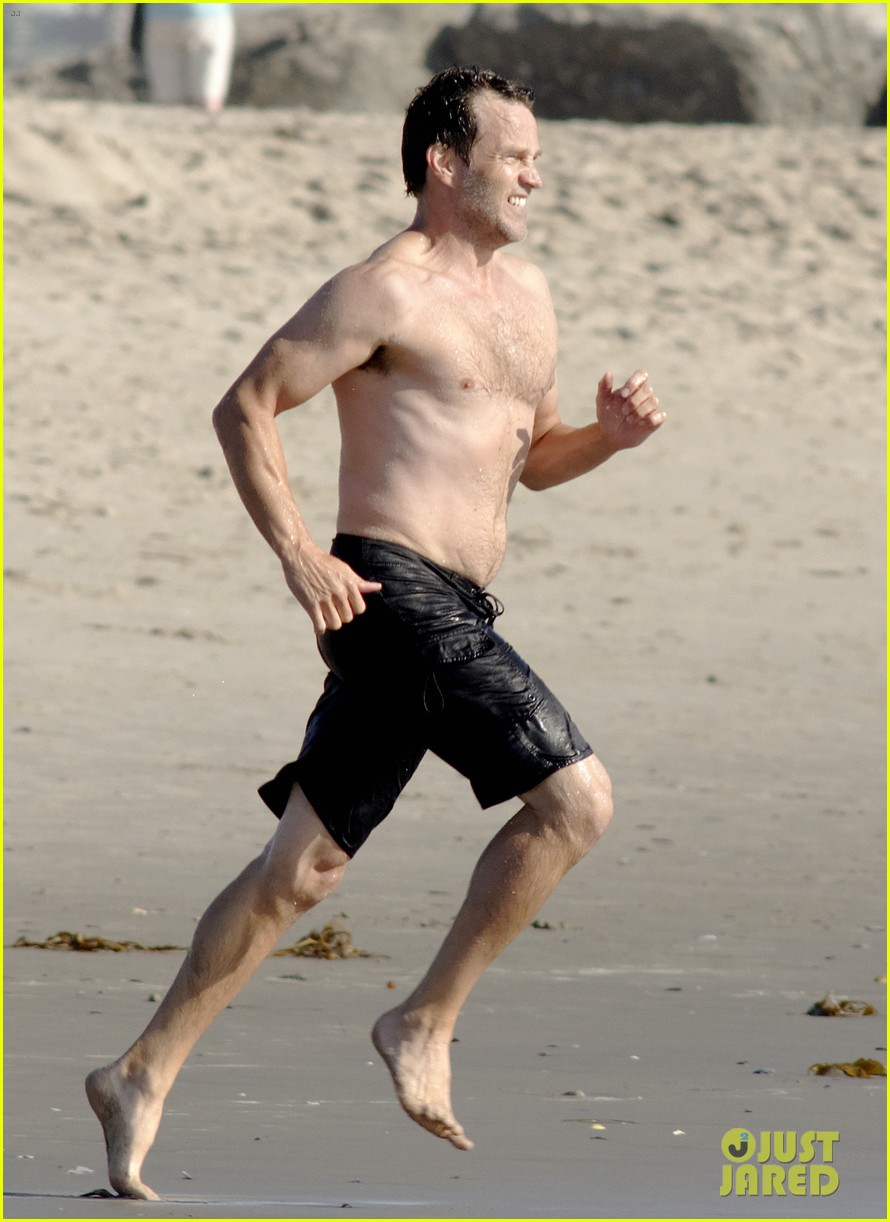 stephen moyer shirtless in venice beach 01