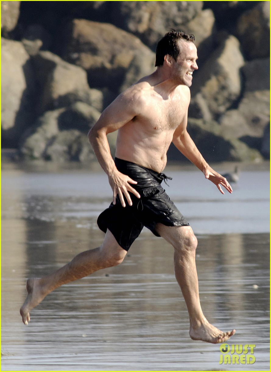 stephen moyer shirtless in venice beach 06