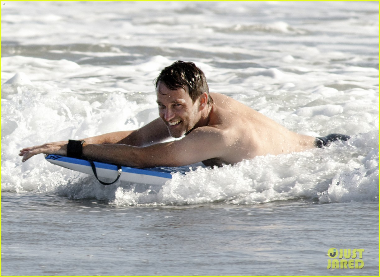 stephen moyer shirtless in venice beach 18