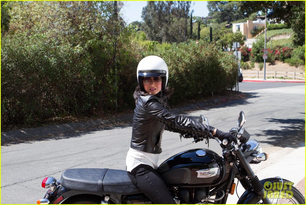 olivia munn biker babe 042717634