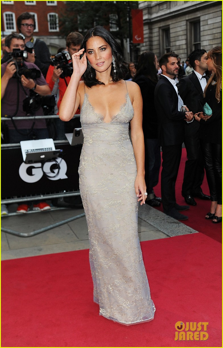 olivia munn kelly brook gq men of the year awards 01