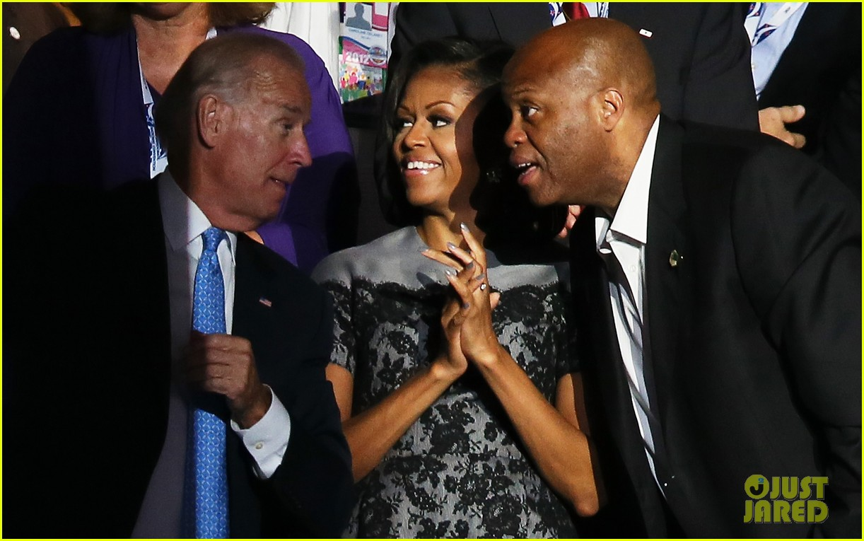 michelle obama reads top 10 list on david letterman 042715255