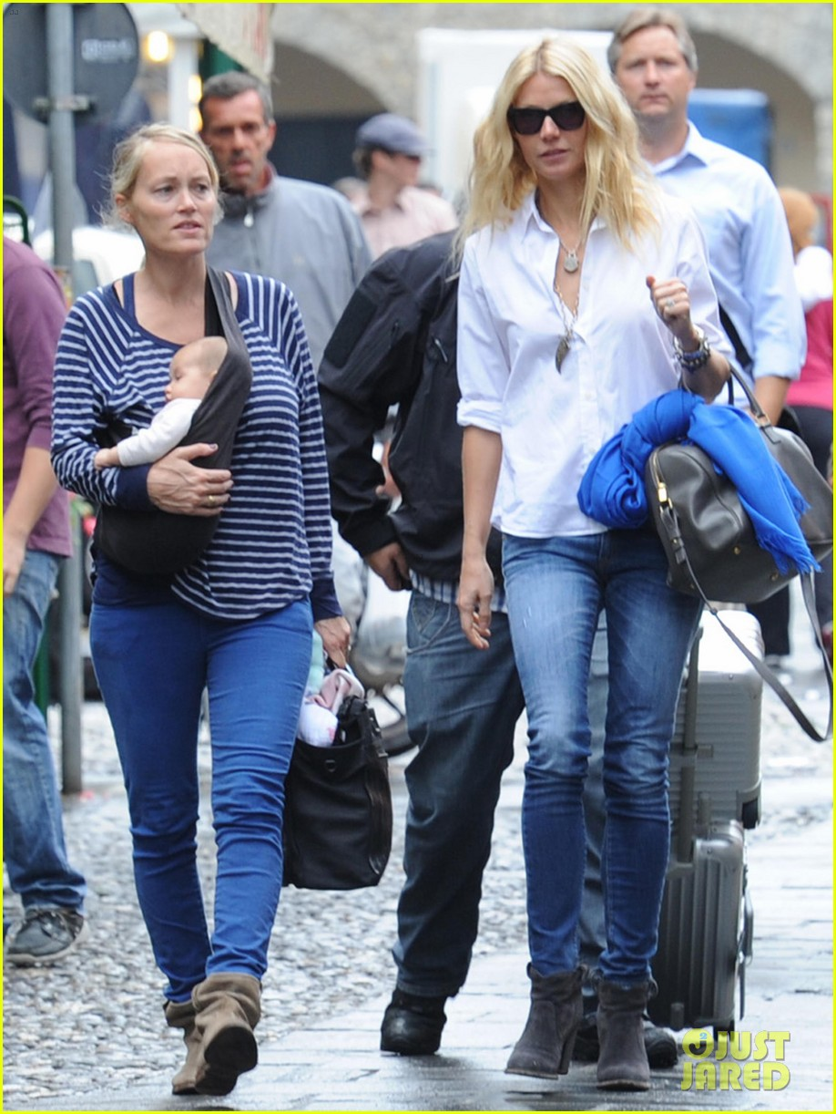 gwyneth paltrow chris martin portofino with the kids 012730354
