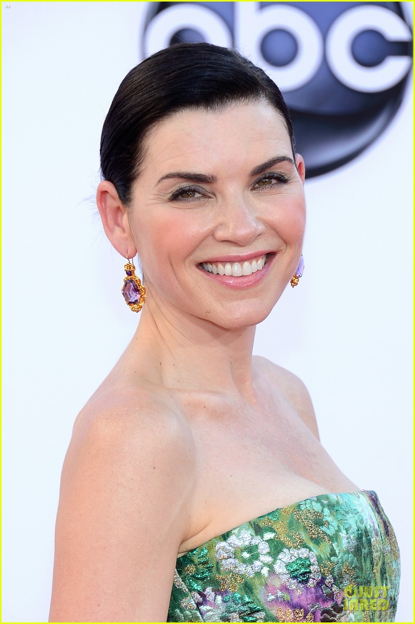 julianna margulies archie panjabi emmy awards 022727368