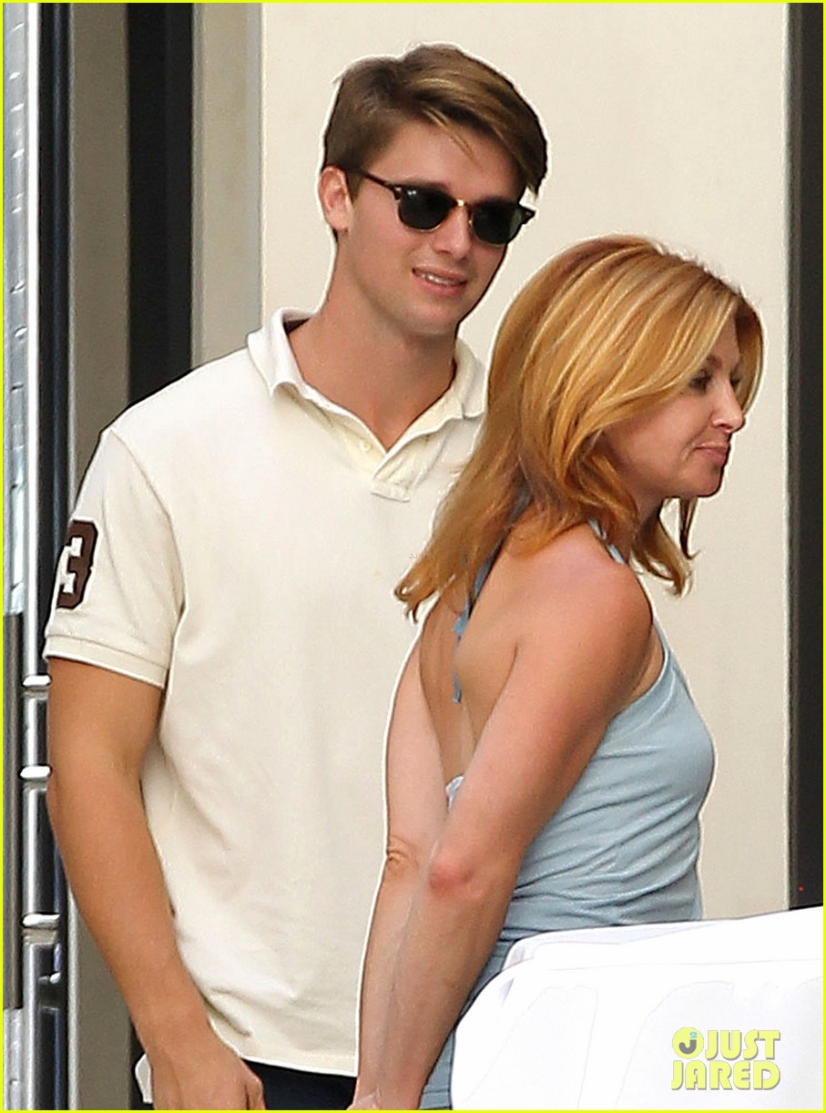 patrick schwarzenegger lunch with dad sylvester stallone 092722991