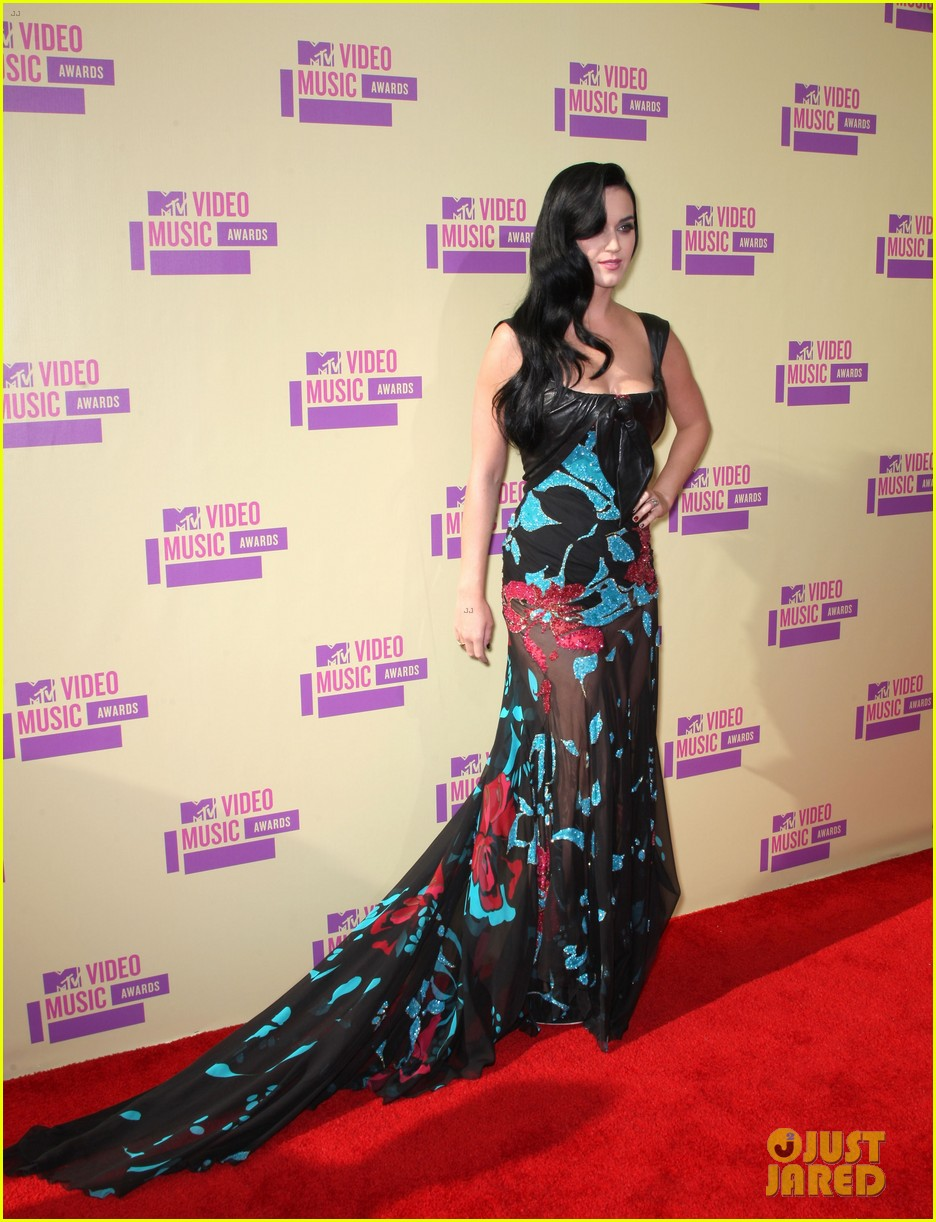 katy perry mtv vmas 2012 red carpet 03