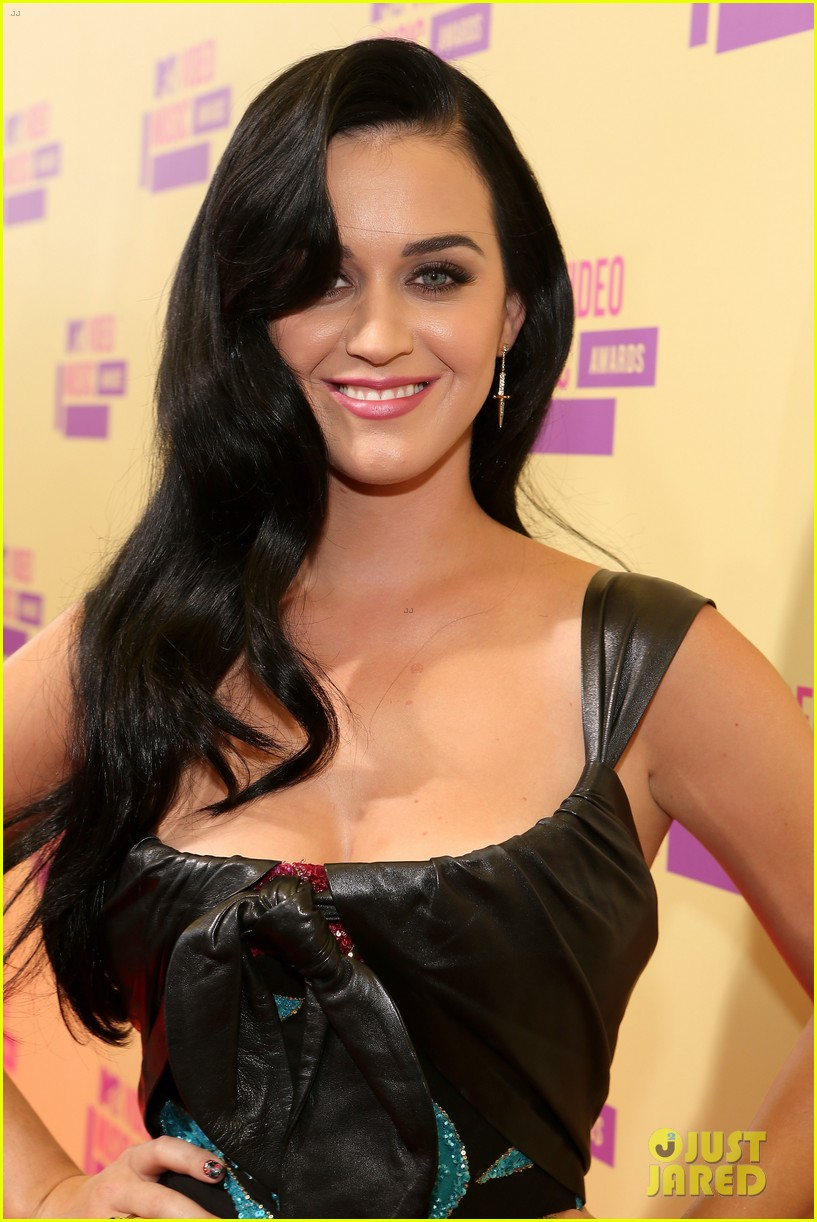 katy perry mtv vmas 2012 red carpet 04