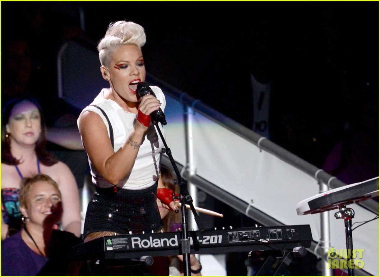 pinks mtv vmas performance 2012 watch now 04