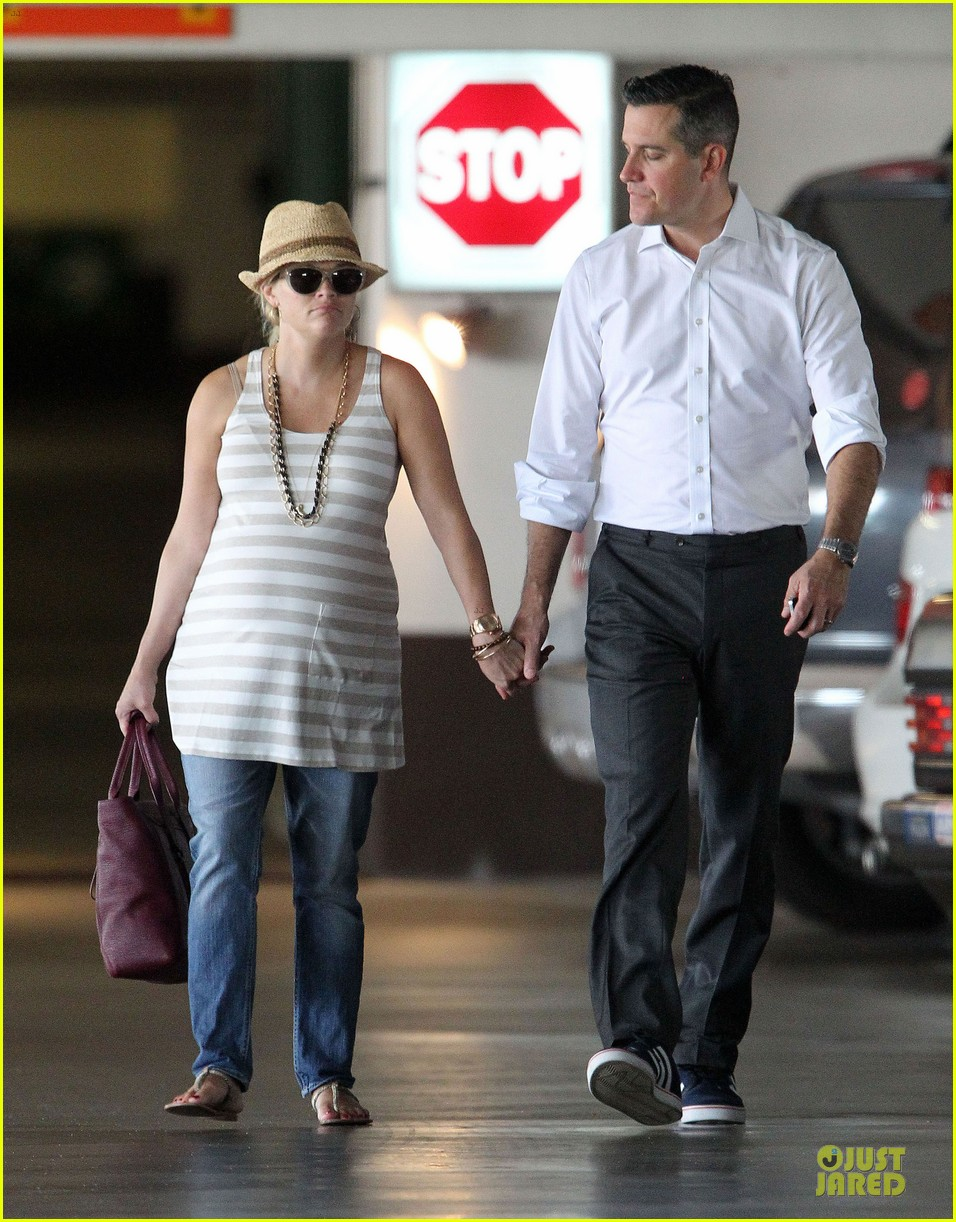 reese witherspoon hospital checkup with jim toth 122725807