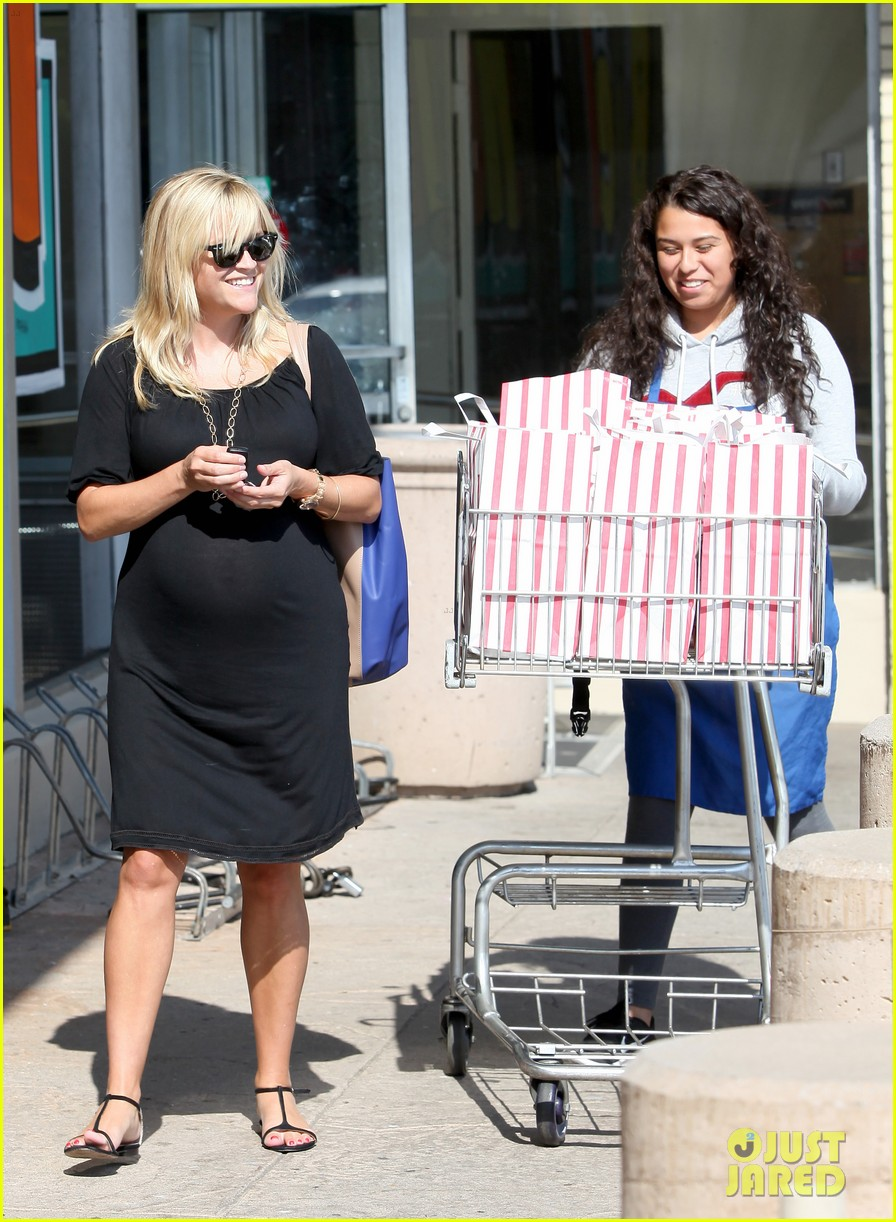 reese witherspoon ice cream shopping 112719085
