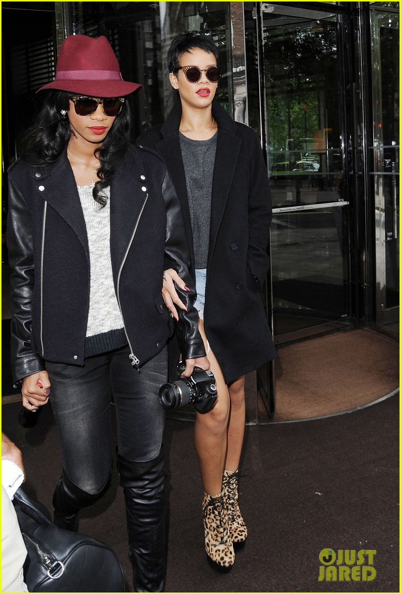 rihanna leaves london hotel 032728749