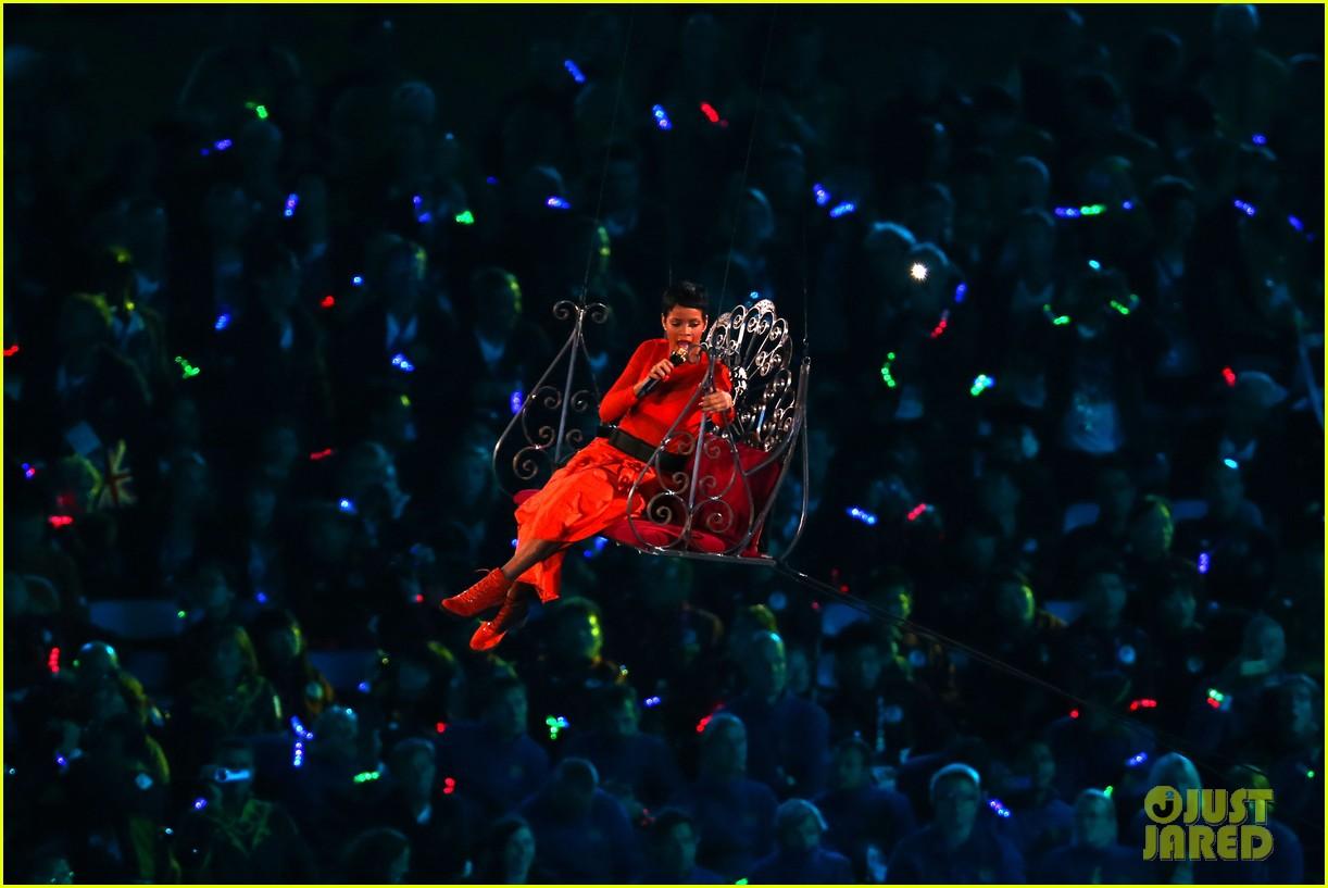rihanna paralympics closing ceremony 052718081