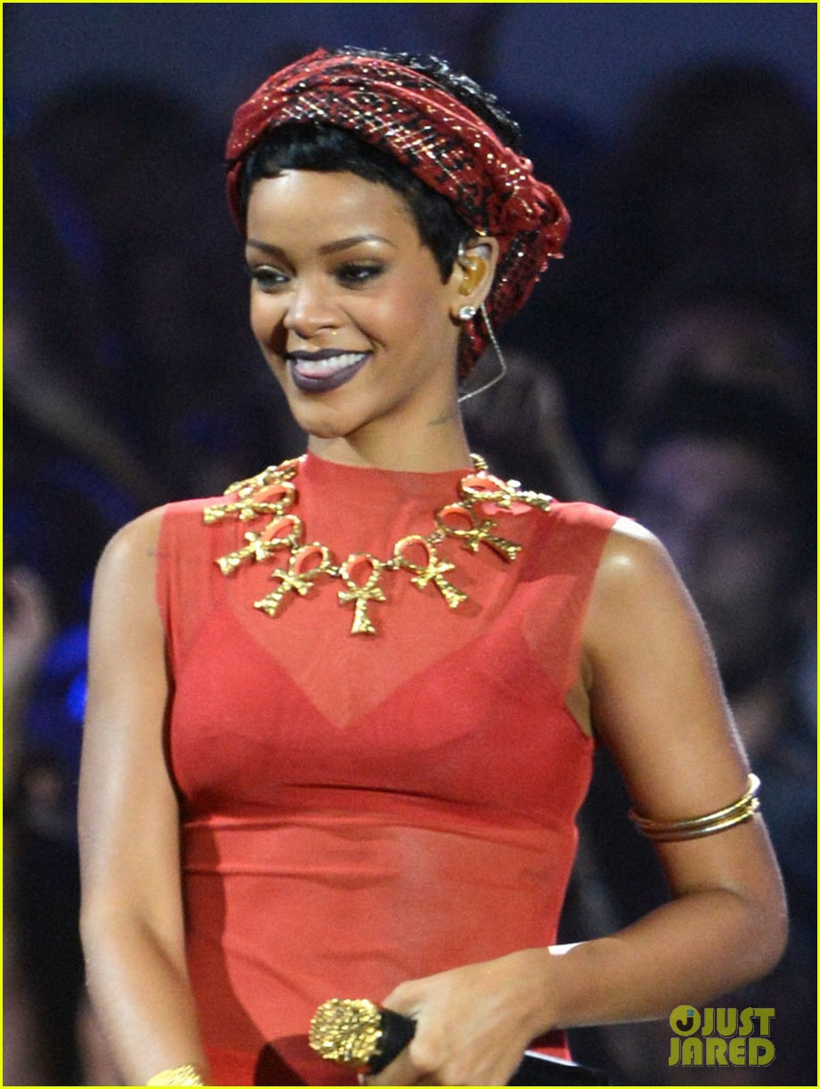 rihanna mtv vmas performance 2012 watch now 02