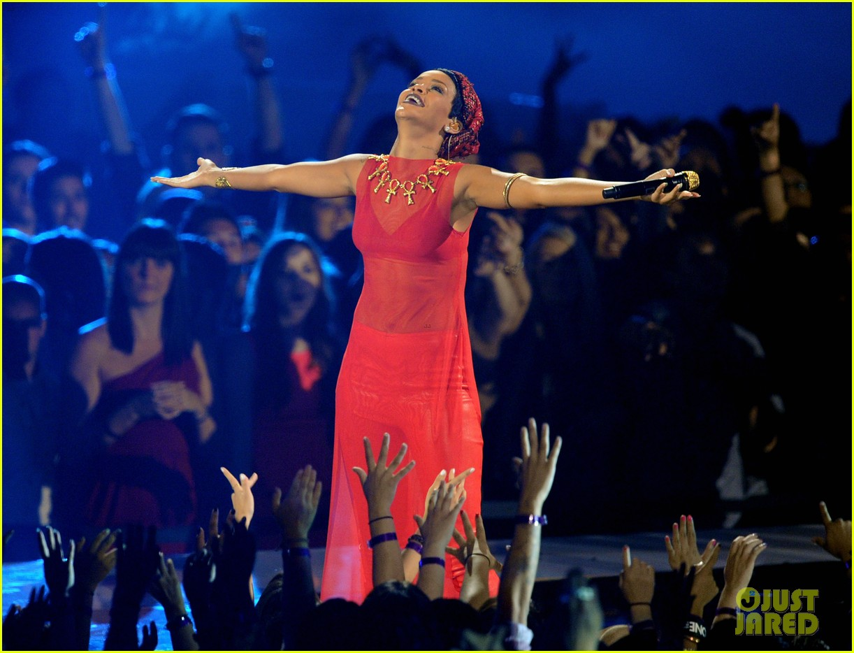 rihanna mtv vmas performance 2012 watch now 03