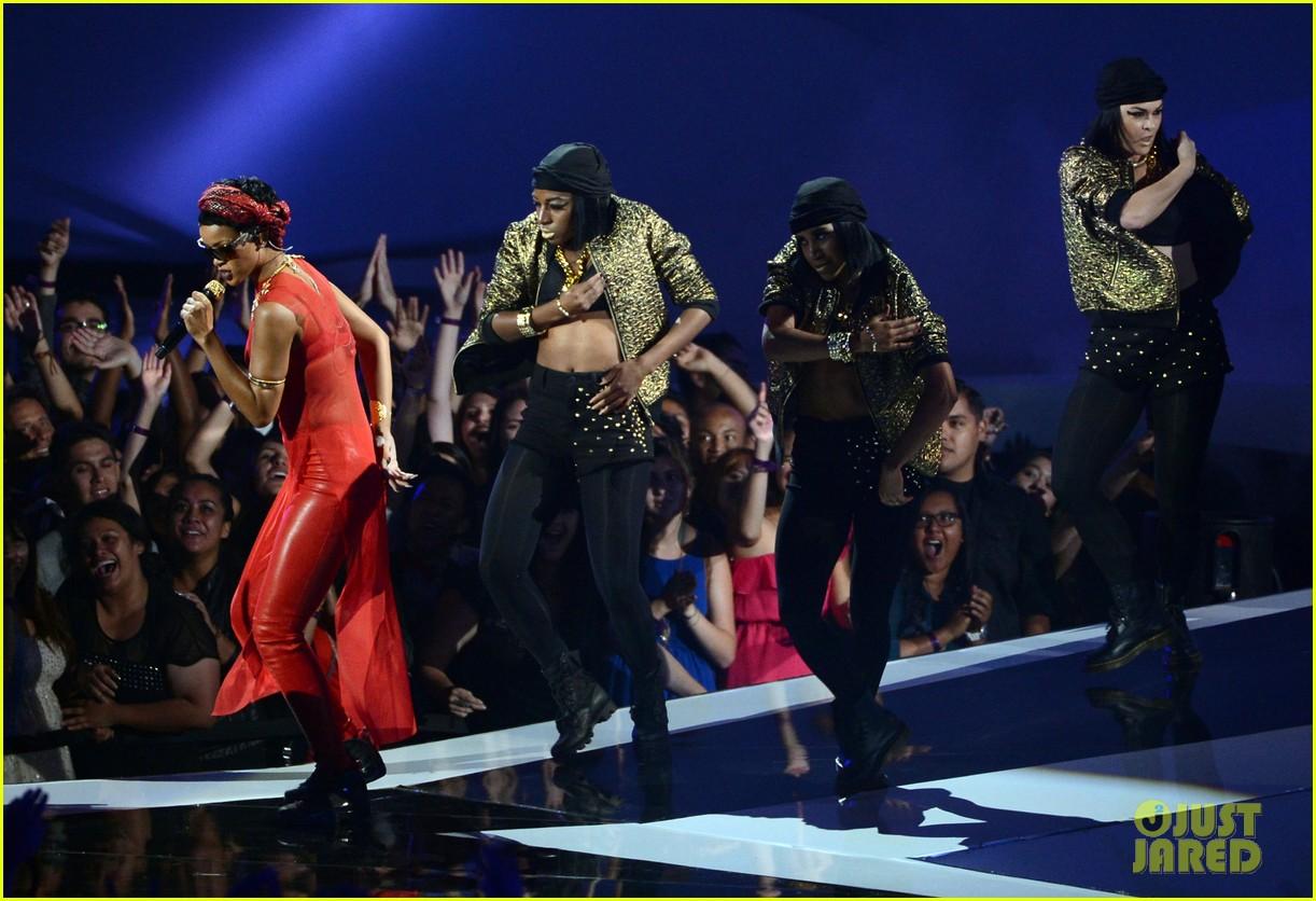 rihanna mtv vmas performance 2012 watch now 042715655