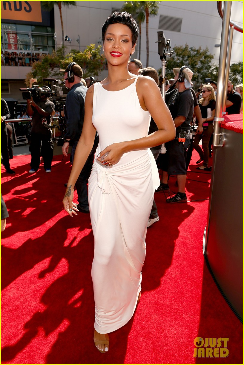 rihanna debuts new short hair on mtv vmas red carpet 042715578