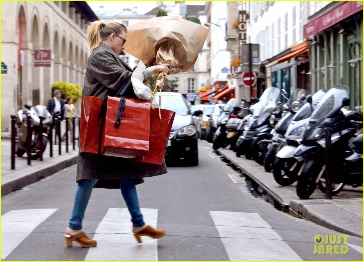 scarlett johansson shops paris 032728779
