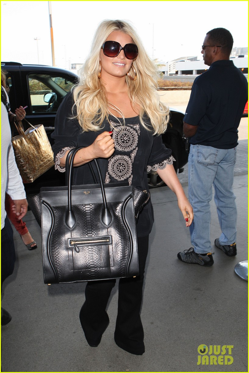 jessica simpson flies ashlee simpson hosts fiji event 012718043