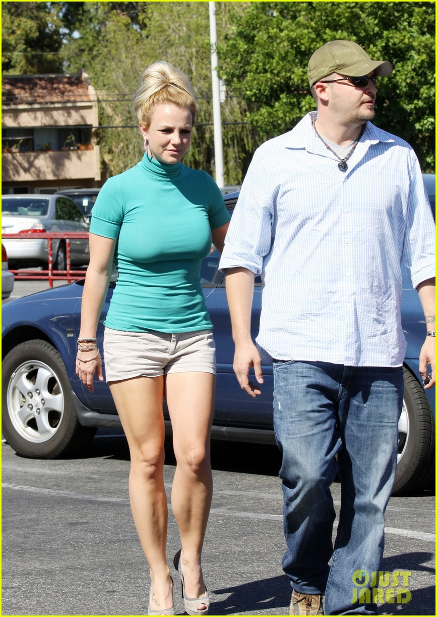 britney spears old navy shopper 01