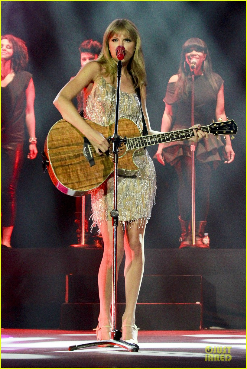 Full Sized Photo of taylor swift perfornance in brazil 03 ...