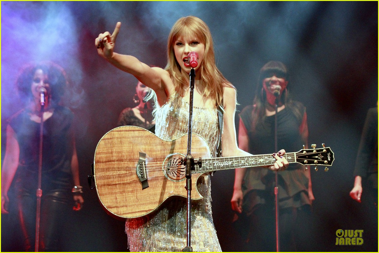 Taylor Swift: Rockin' Rio!: Photo 2721906