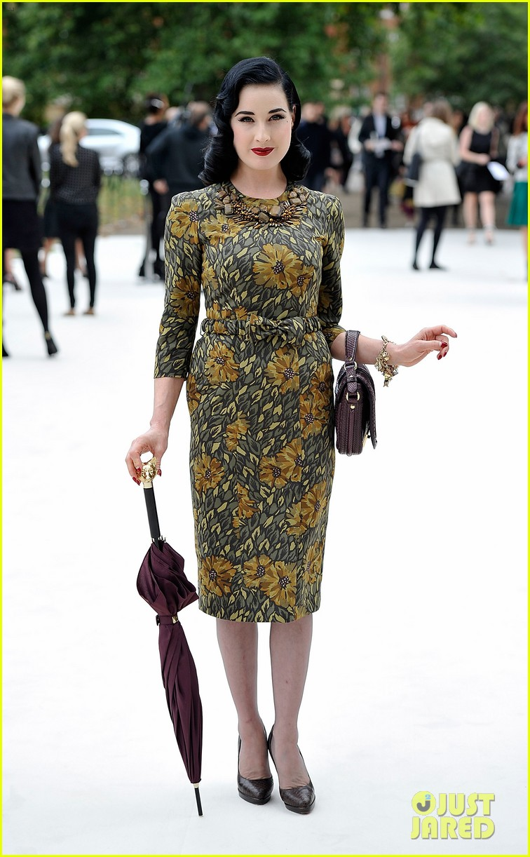 dita von teese jeremy irvine burberry fashion show in london 03