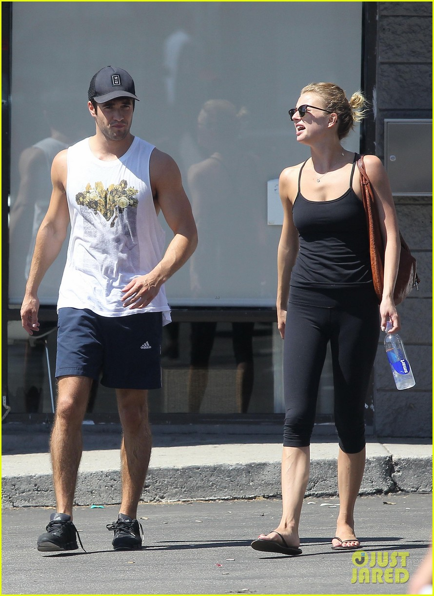 emily vancamp josh bowman watch revenge on netflix 042722549