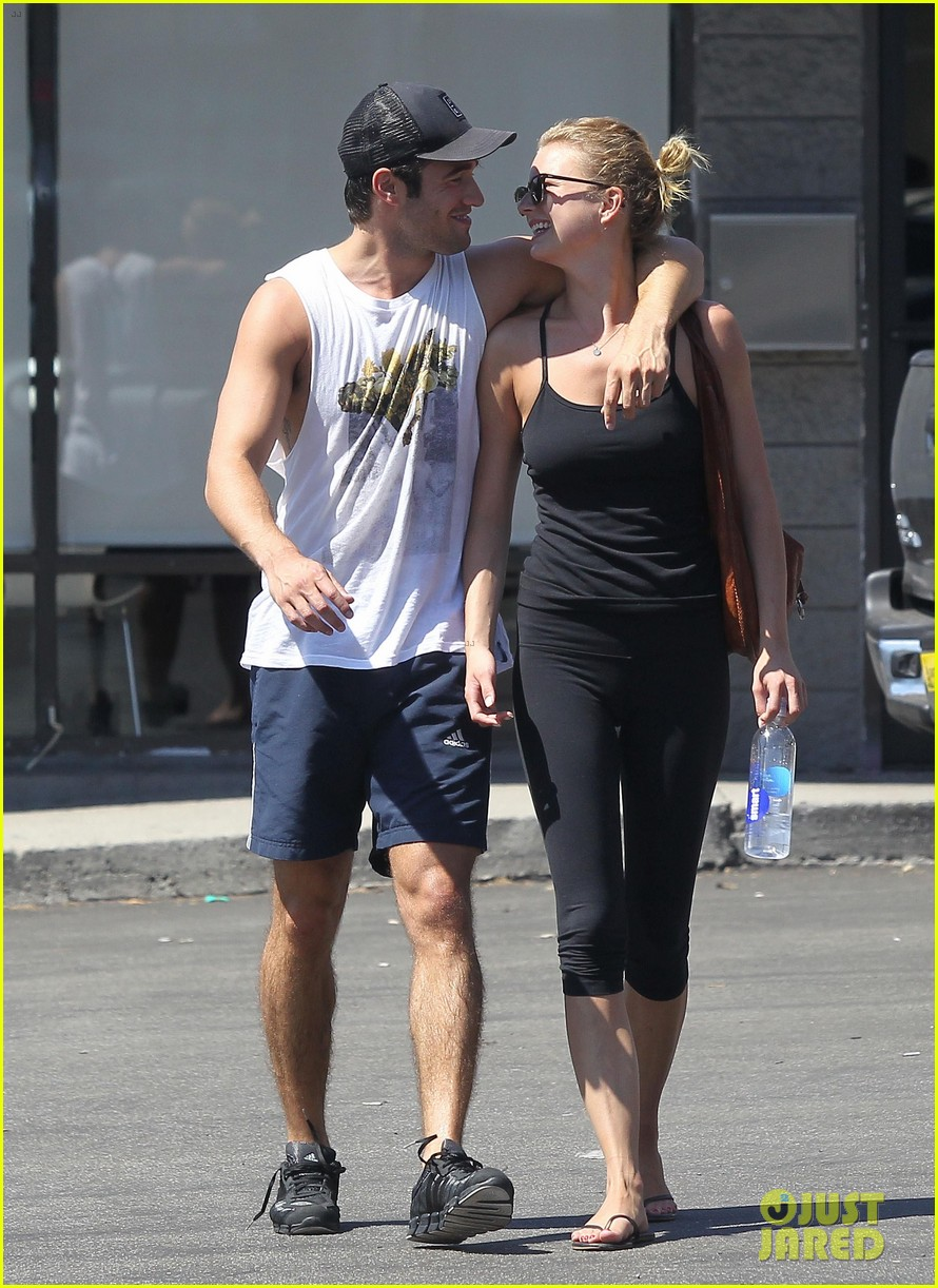 emily vancamp josh bowman watch revenge on netflix 162722561