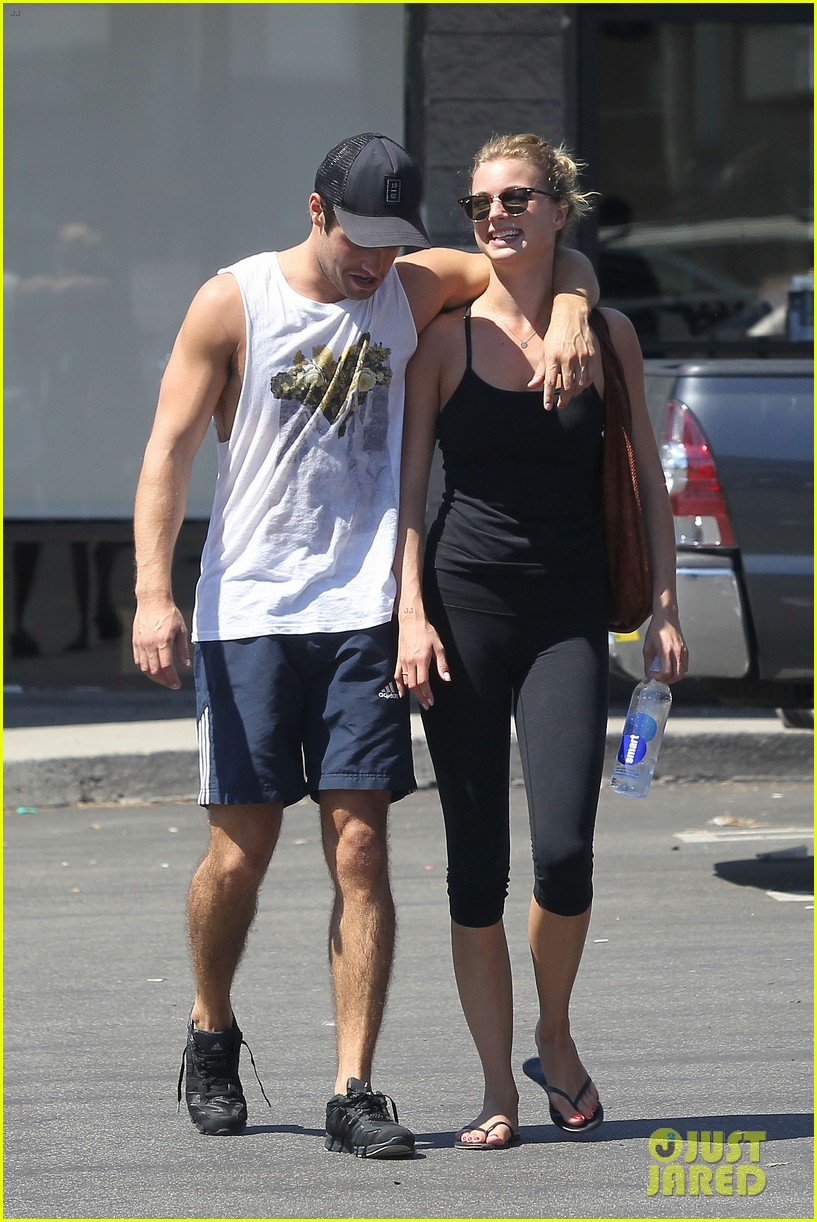 emily vancamp josh bowman watch revenge on netflix 212722566