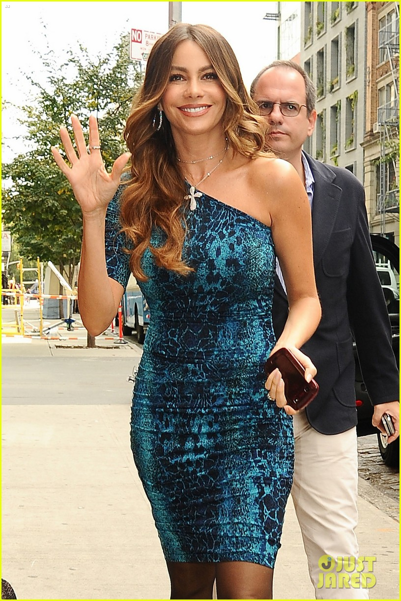 sofia vergara mother talked her out of breast reduction 042729028