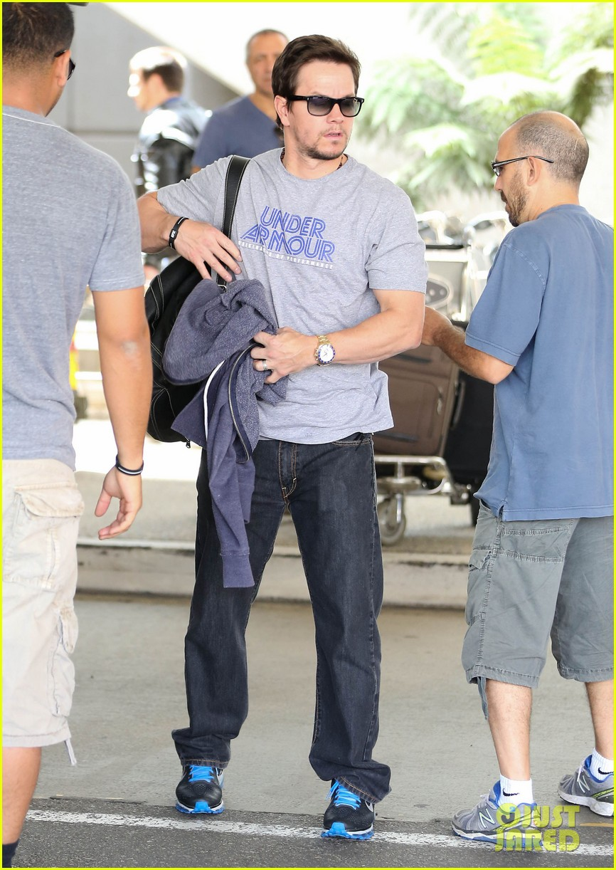 mark wahlberg arrives on flight 03