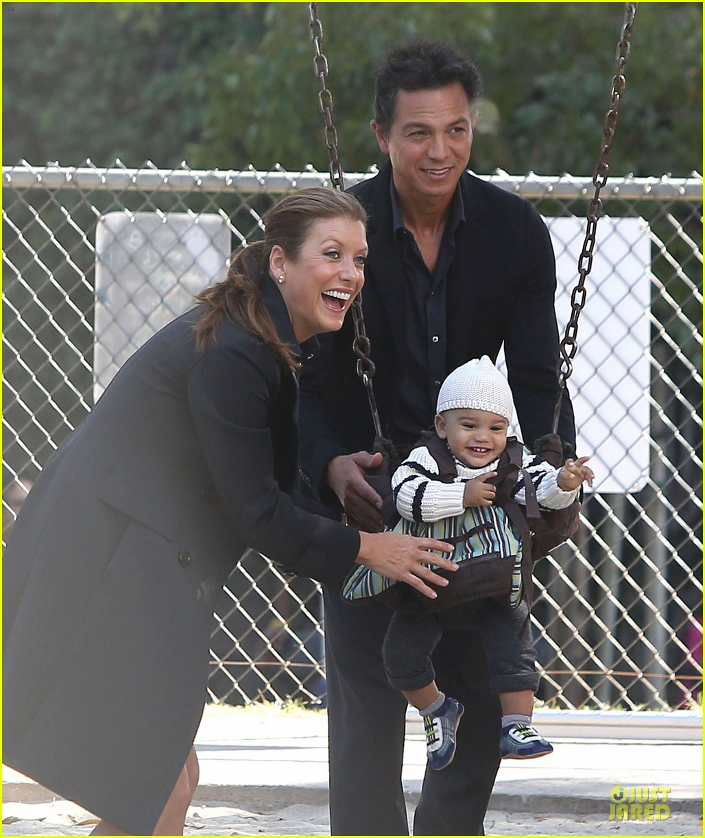 kate walsh private practice set with benjamin bratt 02