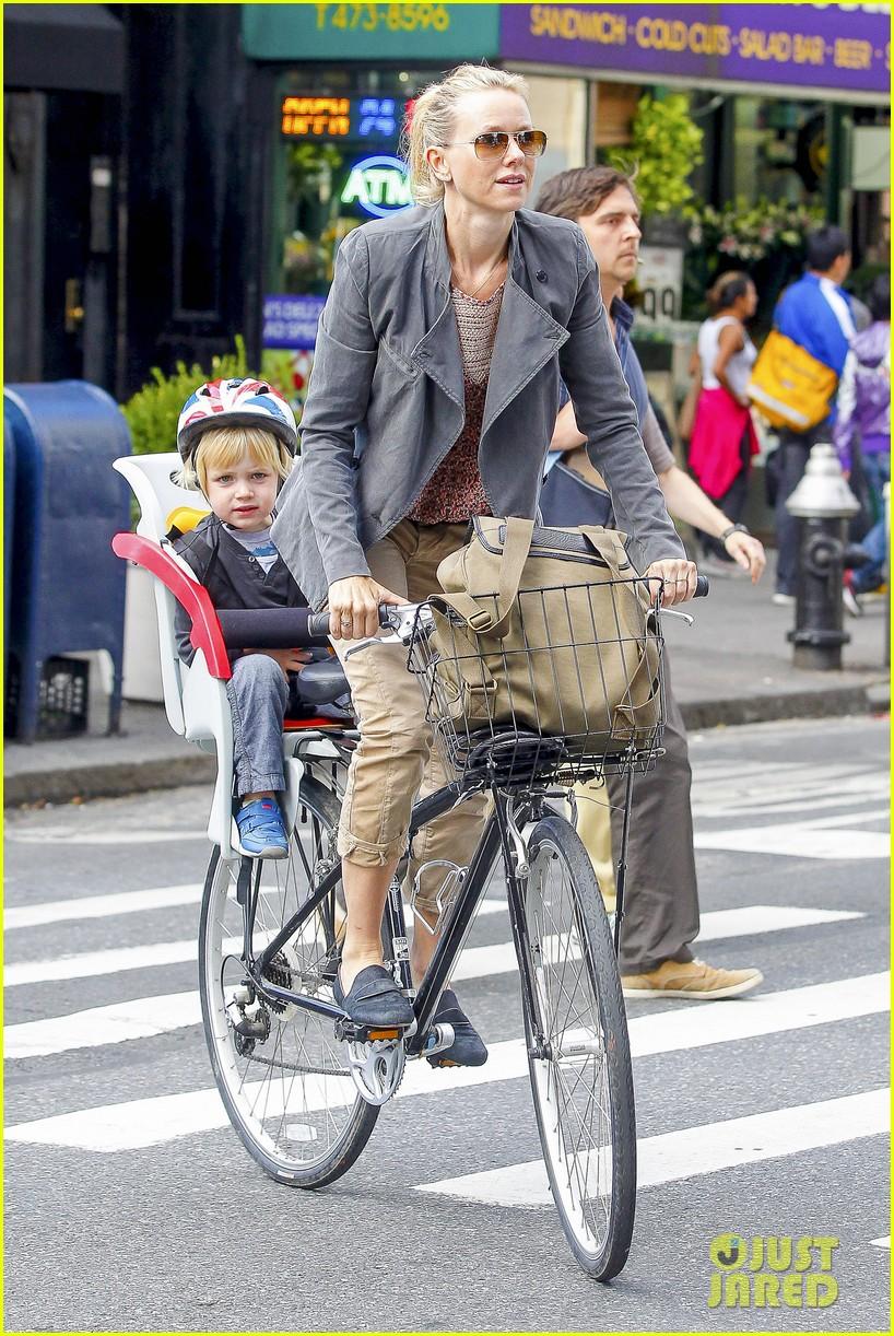 naomi watts liev schreiber biking kids 022725195