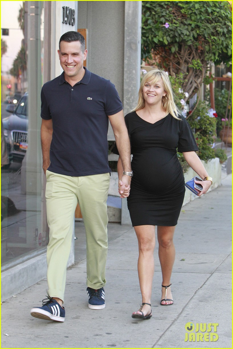 reese witherspoon family dinner 012722929