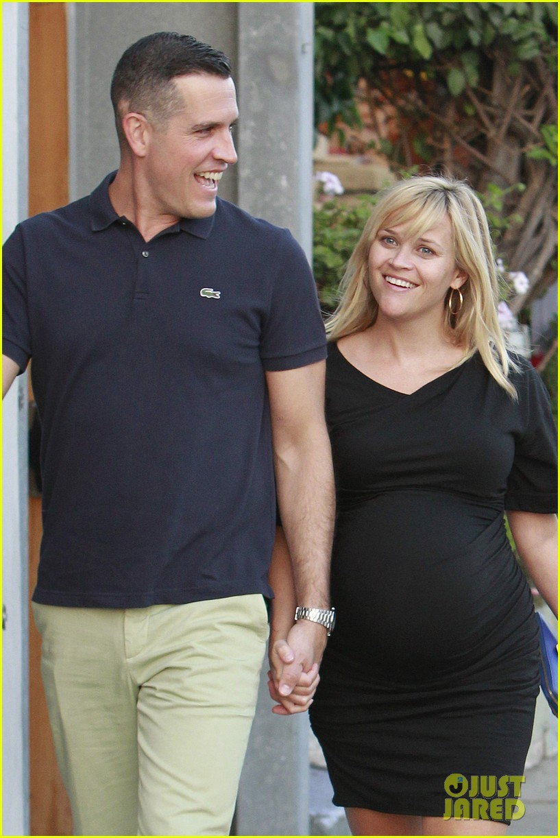 reese witherspoon family dinner 032722931