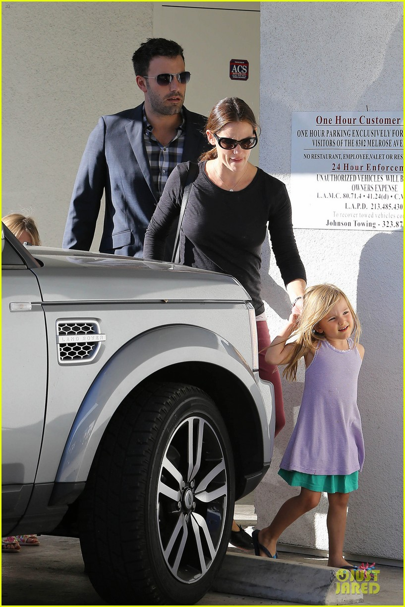 jennifer garner ben affleck make cake with the kids 392747253
