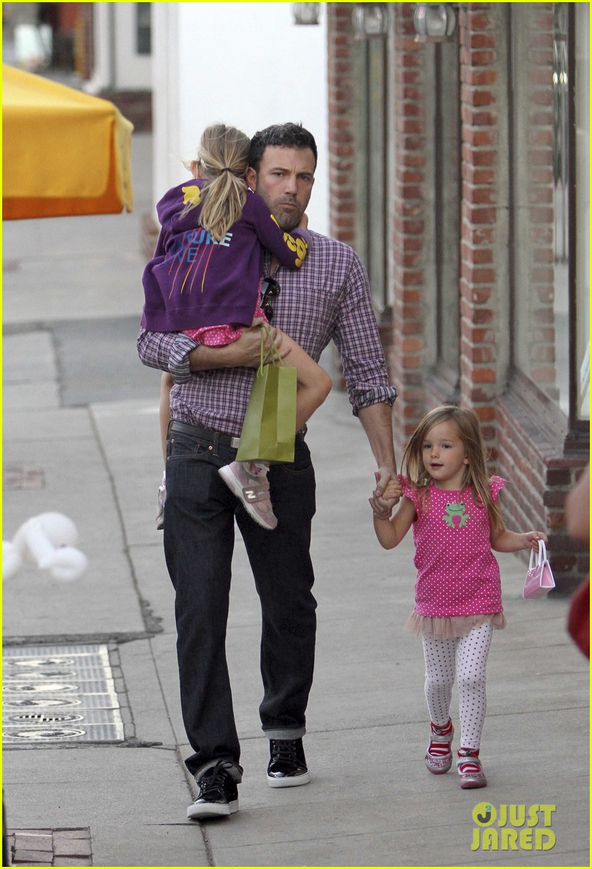ben affleck jennifer garner family dinner with the kids 01