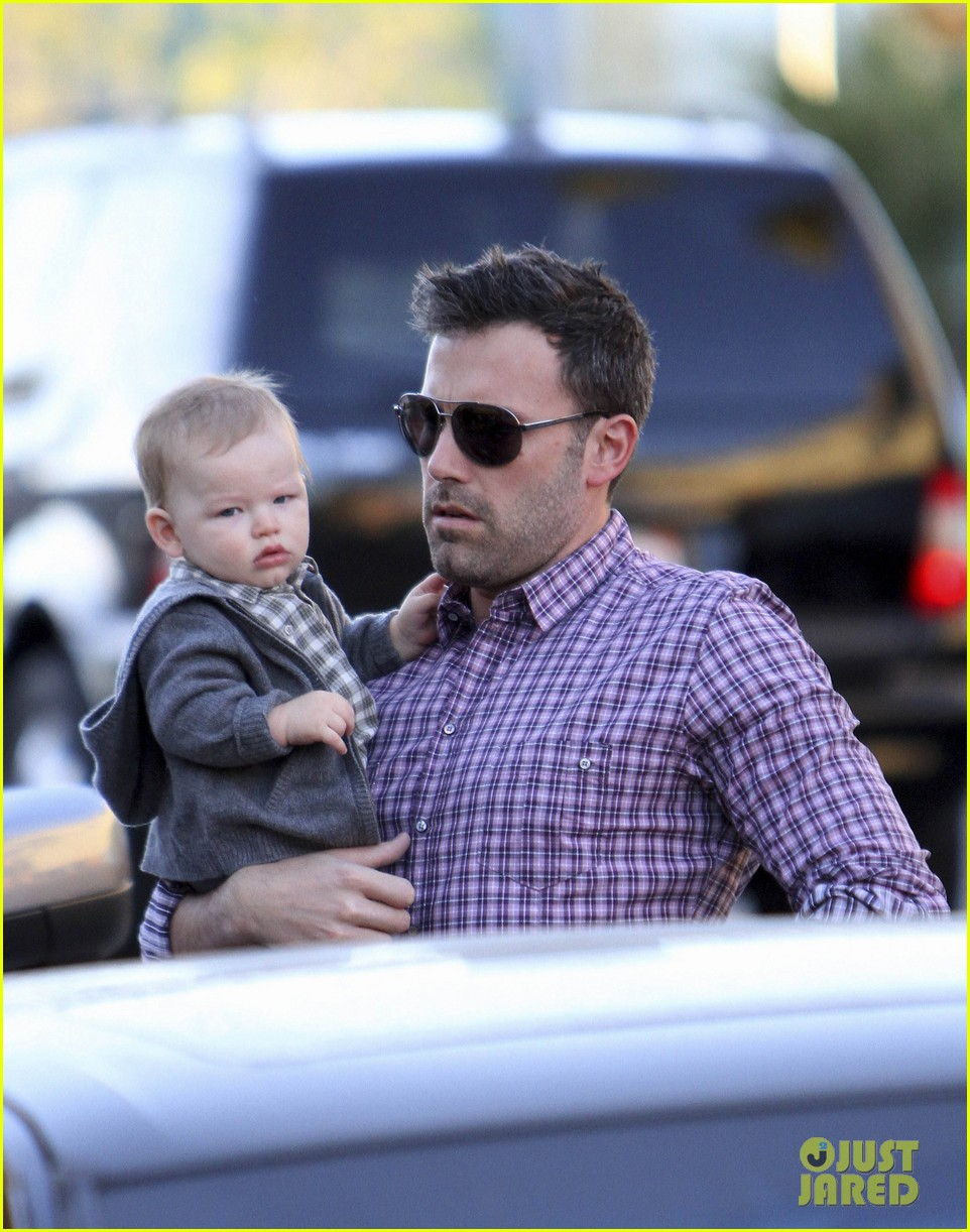 ben affleck jennifer garner family dinner with the kids 02
