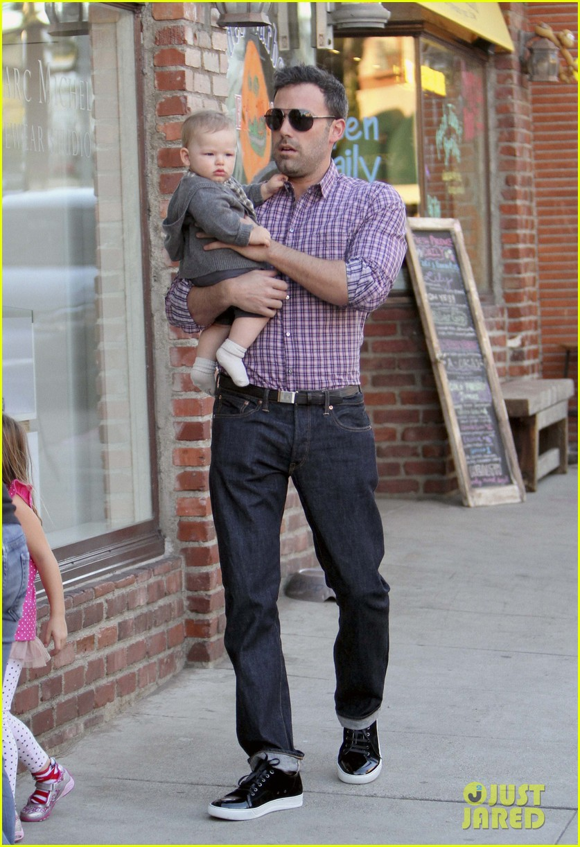 ben affleck jennifer garner family dinner with the kids 052746825