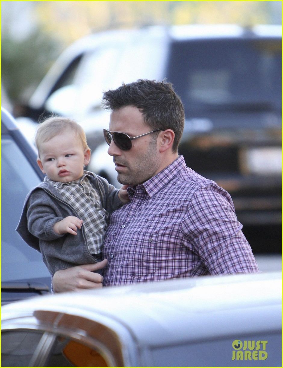 ben affleck jennifer garner family dinner with the kids 09
