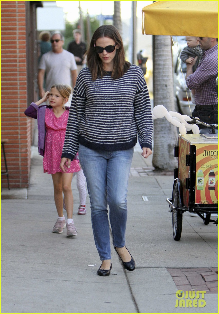 ben affleck jennifer garner family dinner with the kids 102746830