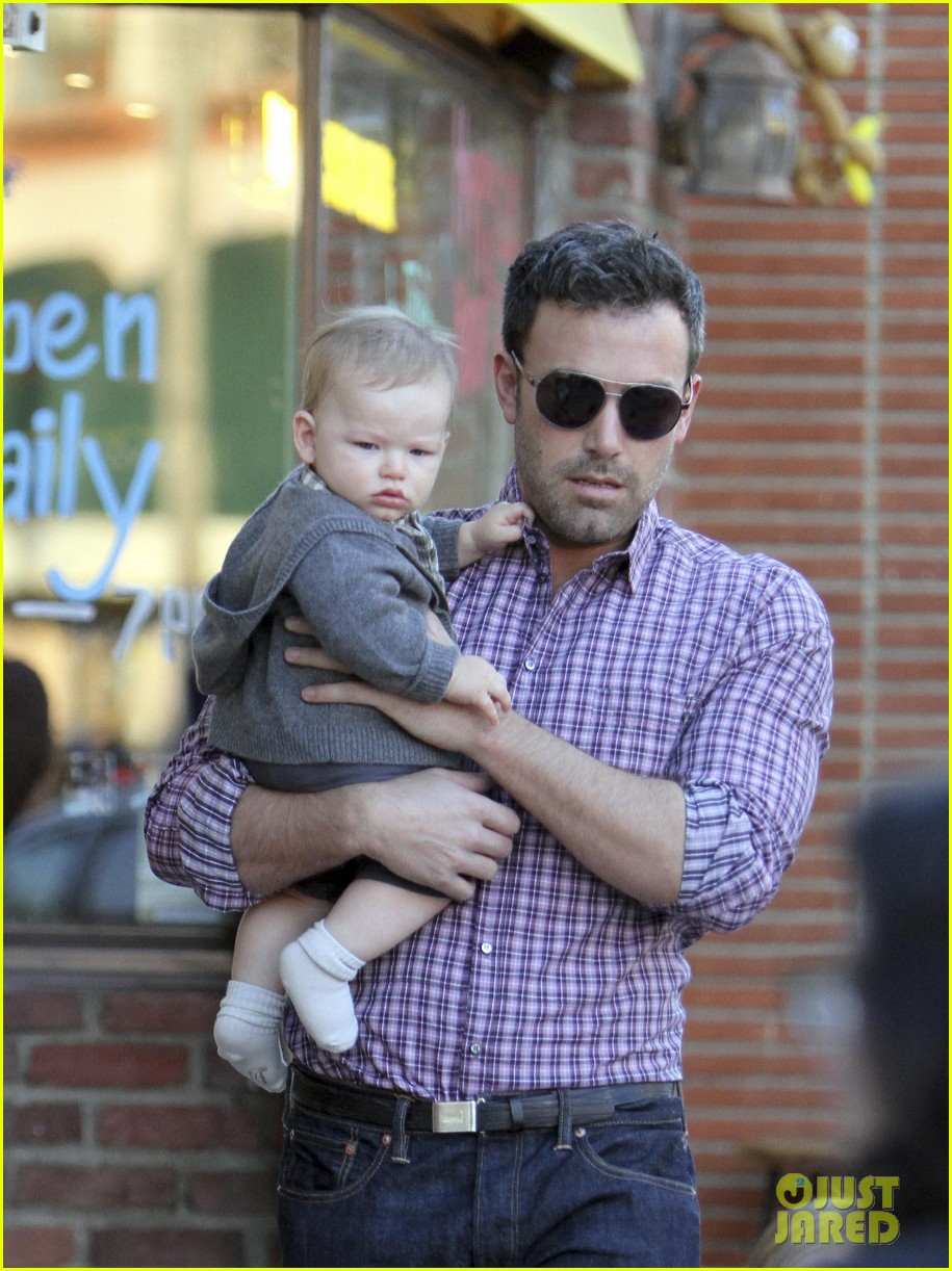 ben affleck jennifer garner family dinner with the kids 132746833