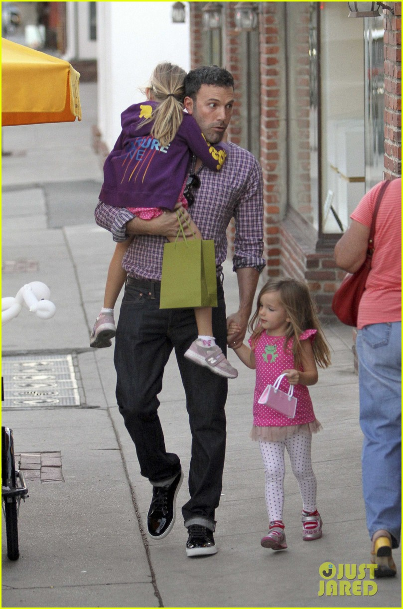 ben affleck jennifer garner family dinner with the kids 212746841