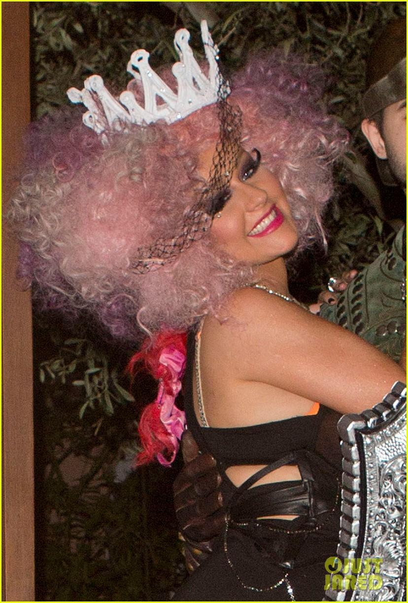 christina aguilera halloween party with matthew rutler 022746617