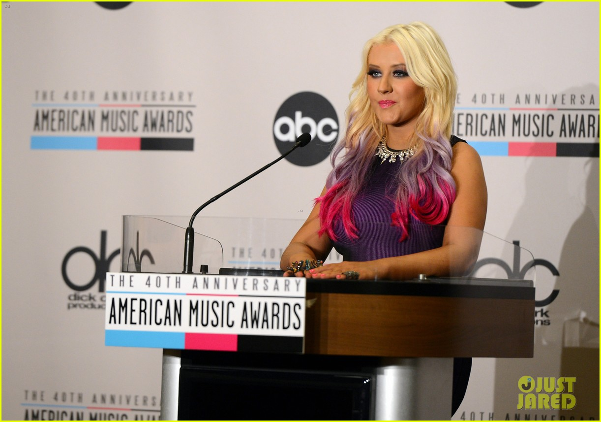 christina aguilera announces american music awards nominations 032735421